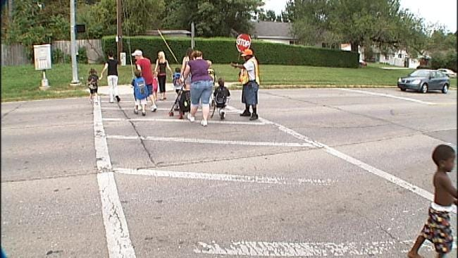 Crossing Guards Help Students, Parents Navigate The Many Changes At Tulsa Schools