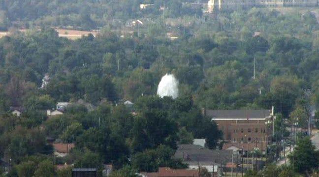 Main Break Shoots Geyser Of Water Over Tulsa Intersection