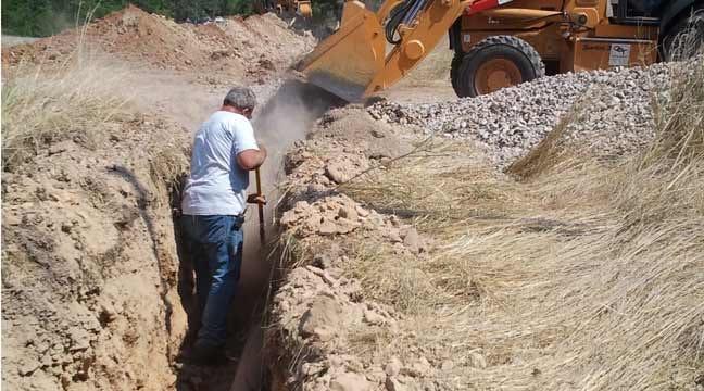 Volunteers Work To Get Water Flowing To Oaks
