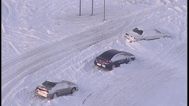 Tulsa Police: Dozens Of Abandoned Cars Broken Into During Blizzard