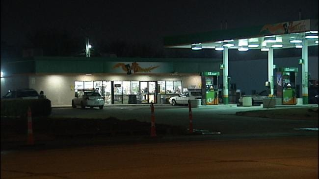 Tulsa Police Look For 2 Armed Men In Overnight Robbery