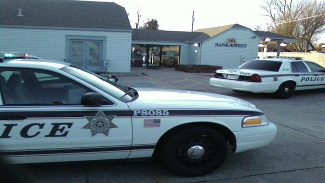 Police Looking For Gunman Who Robbed Tulsa Bank