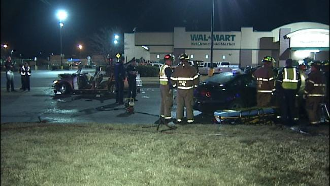 Tulsa Firefighters Witness Head-On Wreck, Rescue Victims
