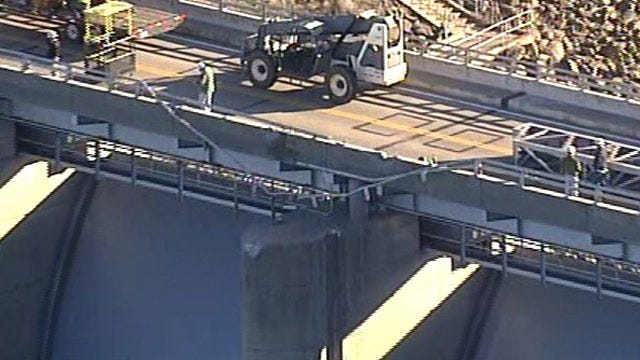 Corps Trying To Determine How To Lift Submerged Crane From Oklahoma Lake
