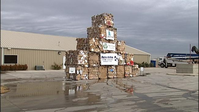 Tulsans Help Environment By 'Unboxing' Christmas Gifts