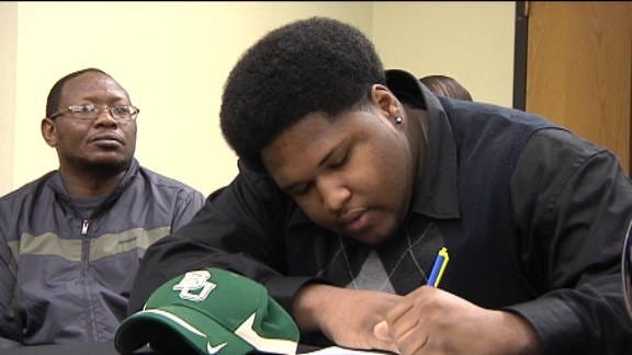 Dominique Jones Signs With Baylor