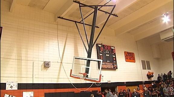 Downing Breaks Basket at Memorial-BT Washington Game