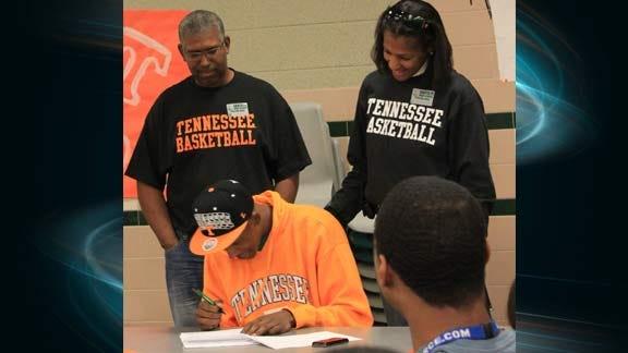 Edmond Santa Fe's Richardson Signs with Tennessee