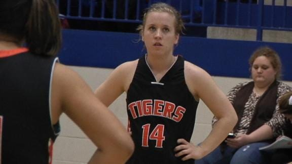 Lady Comets, Ropers Cruise In First Round of 5A Playoffs