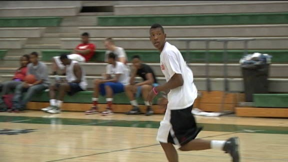 Wolves' Josh Richardson Works Out for Sooners