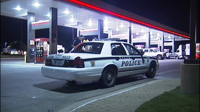 Woman Getting Gas At Tulsa QuikTrip Robbed At Gunpoint