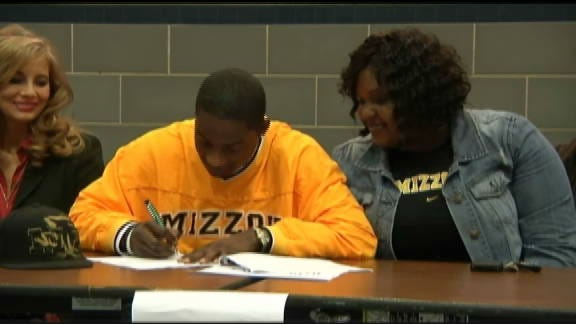 Xavier Smith Signs with Missouri