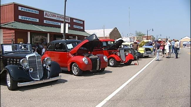 Hogs And Hot Rods Line Main Street In Collinsville