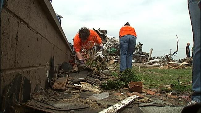 Broken Arrow Ministry Volunteers Working In Joplin