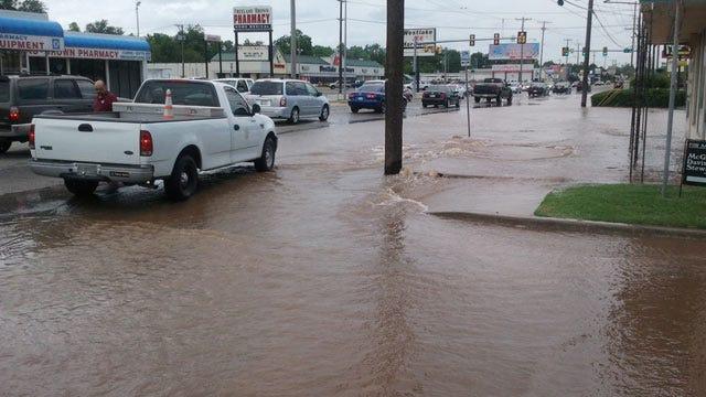 Water Line Break Shuts Down Part Of Tulsa Street