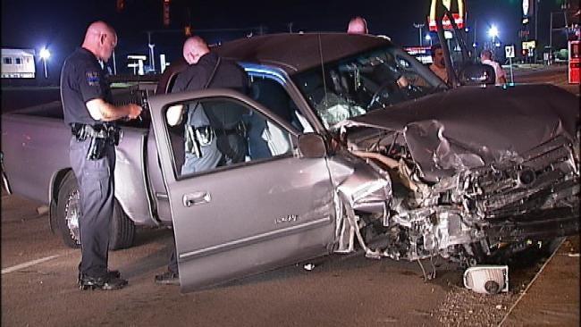 Driver Flees Scene Of Wreck, Runs Into Tulsa Police Car