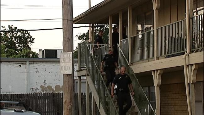 Men Force Their Way Into Tulsa Apartments, Injuring One