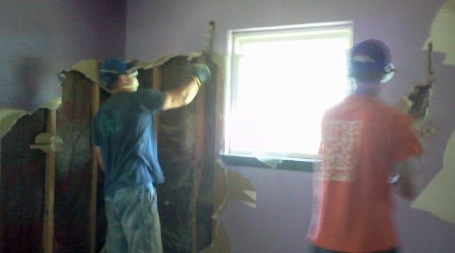 Tulsa Teens Lend Joplin Tornado Victims A Helping Hand