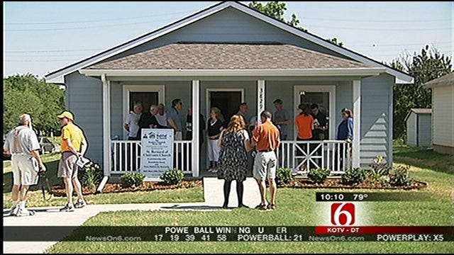 Tulsa Family Gets Habitat Home