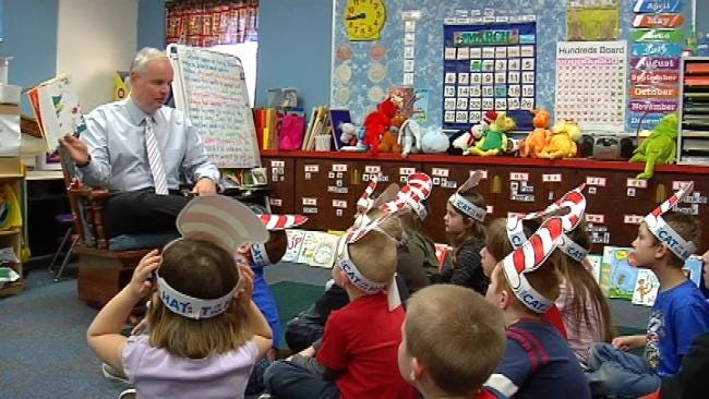 News On 6 Anchor Reads Dr. Seuss To Sand Springs Students