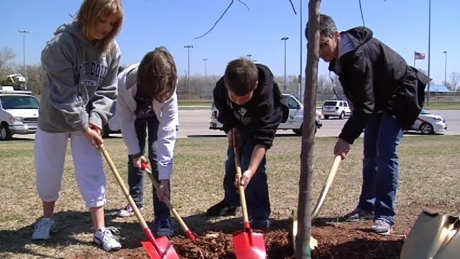 Broken Arrow Students Plant Trees As Part Of Arbor Day Celebration