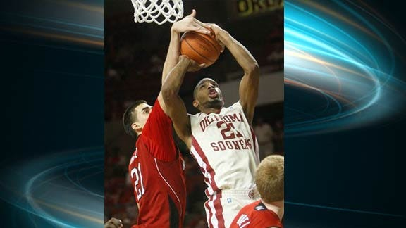 Cornhuskers Edge Sooners by One Point
