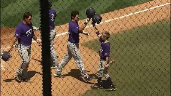 Horned Frogs' Bats Carry Them in Saturday Win