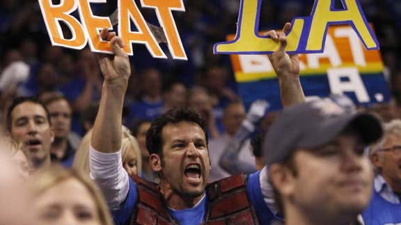 Oklahoma City Fans Challenged by Thunder Players