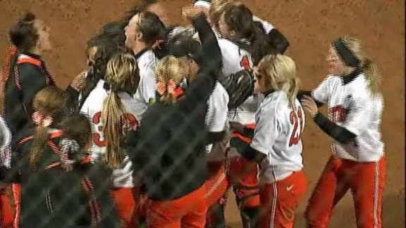OSU Softball Team Splits First Two Games in Houston