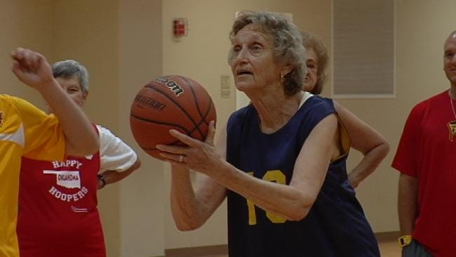 Senior Hoopsters Show Tulsa Shock Their Moves