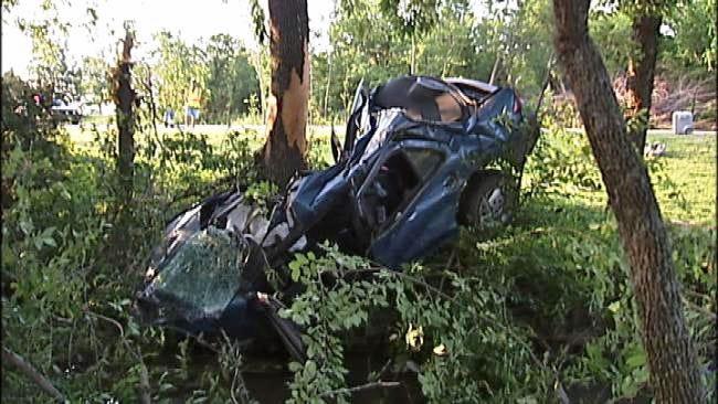 Man Killed When Car Slams Into Tree Near Chelsea