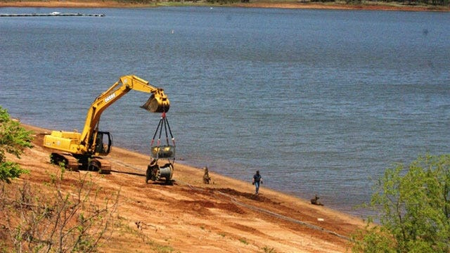 Tulsa Corps Of Engineers Gets Help In Removing Crane From Kaw Lake