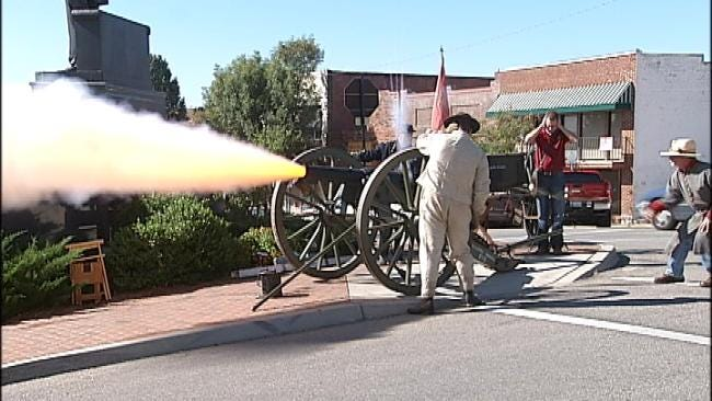 Cannon And Musket Fire Sound In Downtown Sand Springs