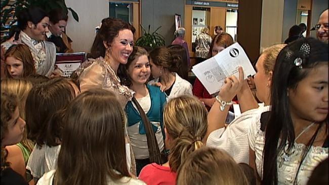 Opera Star Sarah Coburn Sings For Hundreds Of Oklahoma School Kids