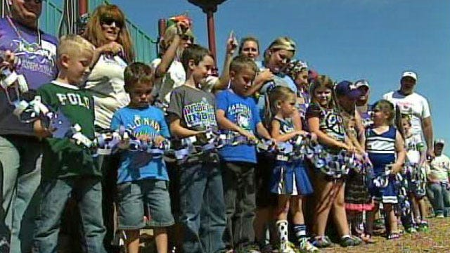 Carrie Underwood Helps Build New Playground For Checotah School
