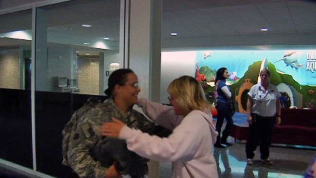 A Trio Of Happy Homecomings At Tulsa International Airport