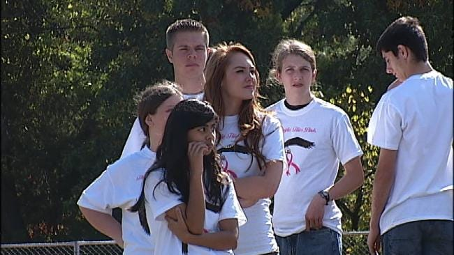 Edison Students Help Turn Tulsa Pink For Cancer Awareness