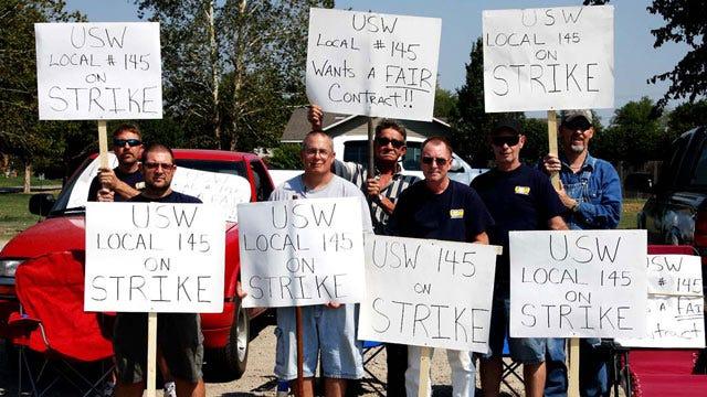 Henryetta Union Workers Walk Picket Line At Glass Plant