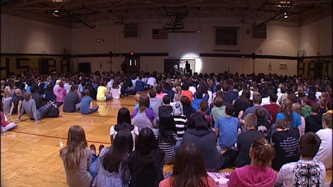 Survivor Speaks To Broken Arrow Students On The Lesson Of Columbine