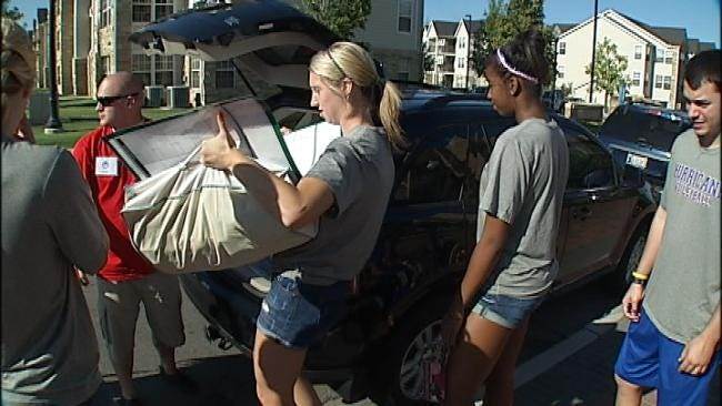 TU Welcomes Freshman Class With Help Moving In