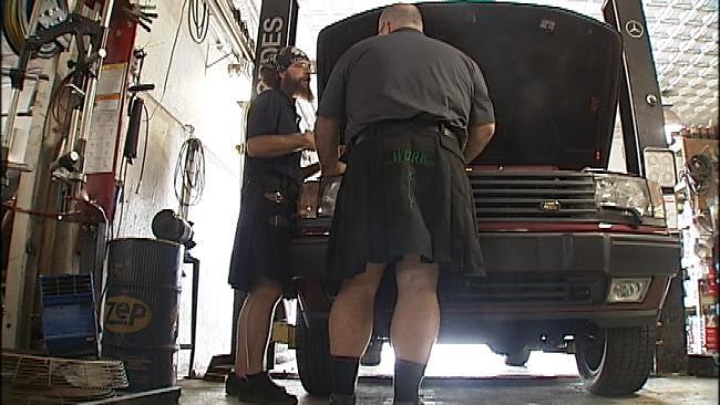 Tulsa Mechanics Keep Cool In Kilts