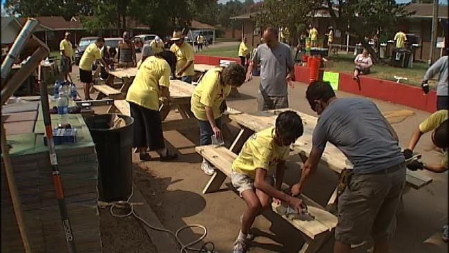 More Than 200 Volunteers Build Sand Springs Playground