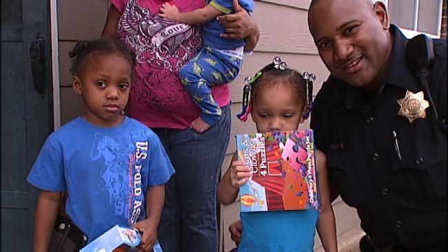 Tulsa Police Deliver Presents To Kids Santa May Have Missed