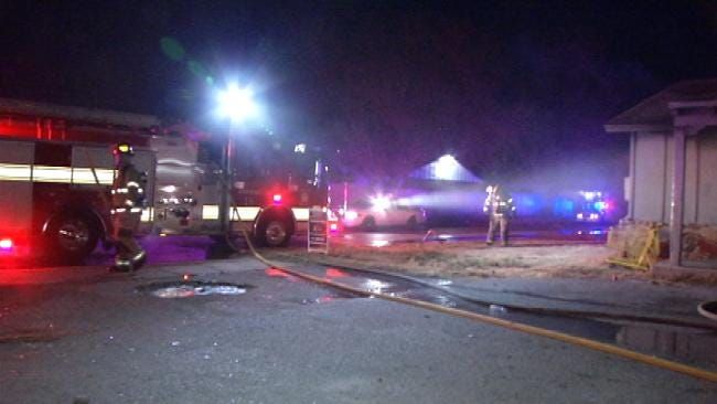 Tulsa Police Officers Alert Residents To Burning Building