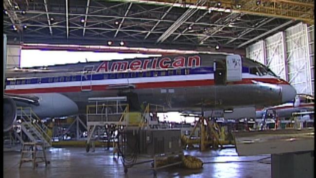 American Airlines Mechanics Mull Break From Union