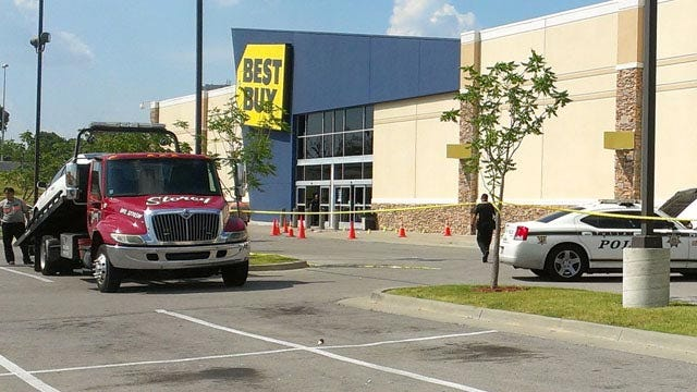 Tulsa Police Release Surveillance Photos From Best Buy Shooting
