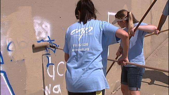 Volunteers Clean Up Tulsa Graffiti