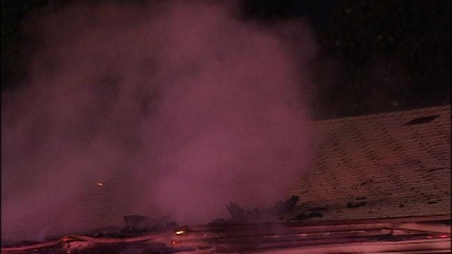 Fire Destroys Abandoned Midtown Building