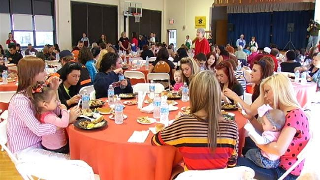 Familiar Faces Serve Up Thanksgiving Meal To Tulsa Street School Students