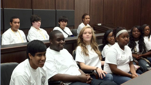 Tulsa Attorney Gives Students Behind Scenes Look At Legal System